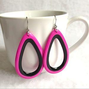 Jewelry - pink w black teardtop plastic earrings